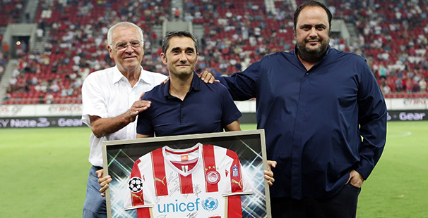 The Legend's President honored Ernesto!