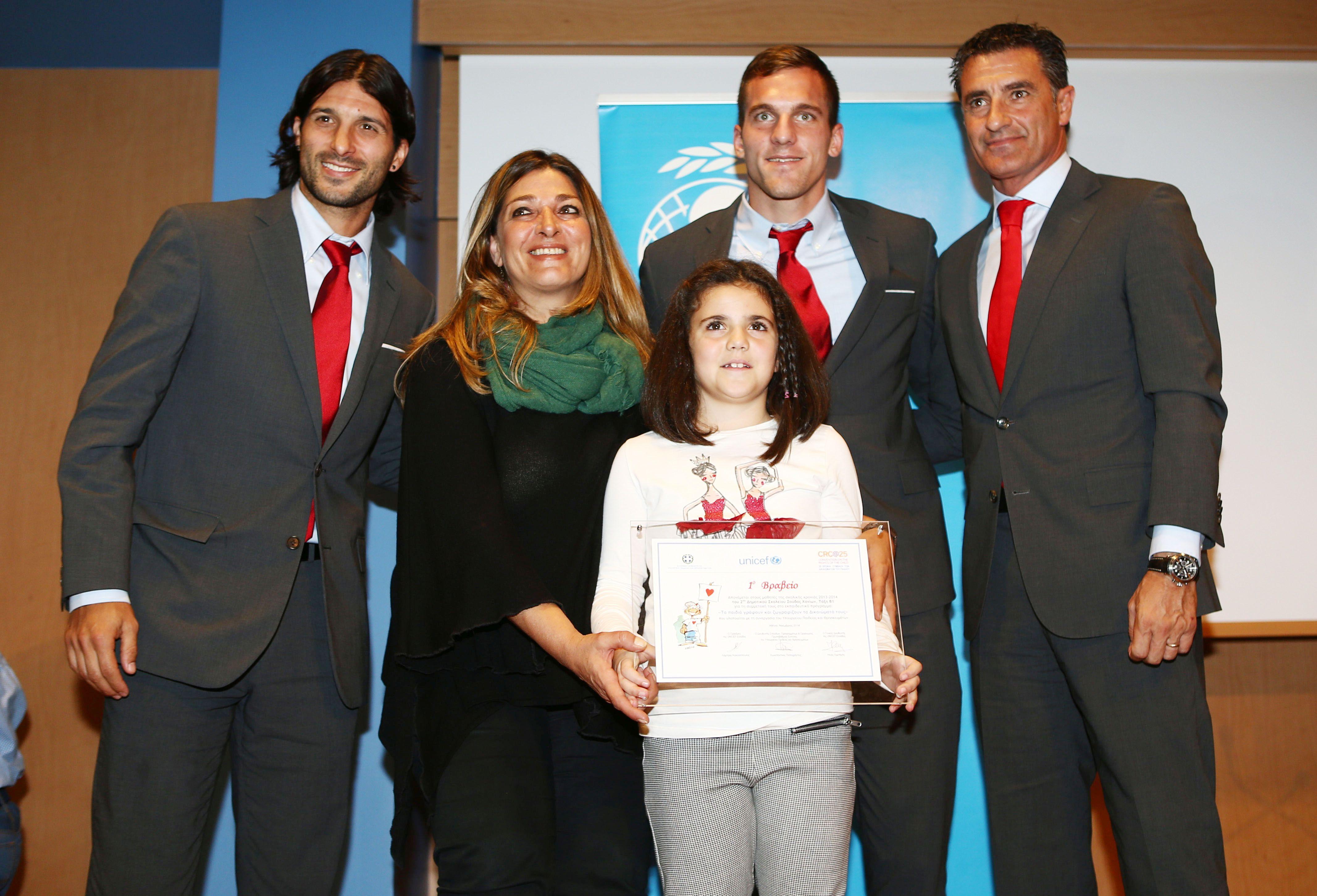 Olympiacos and UNICEF awarding children!