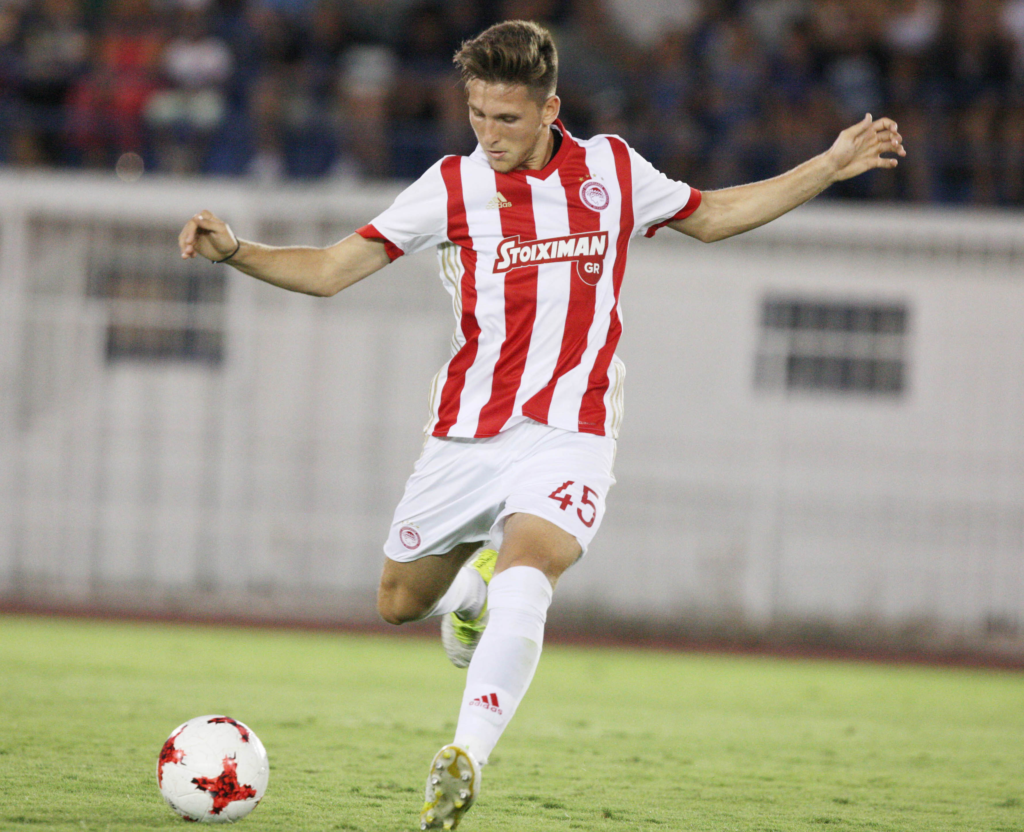 Retsos signs with Bayern Leverkusen