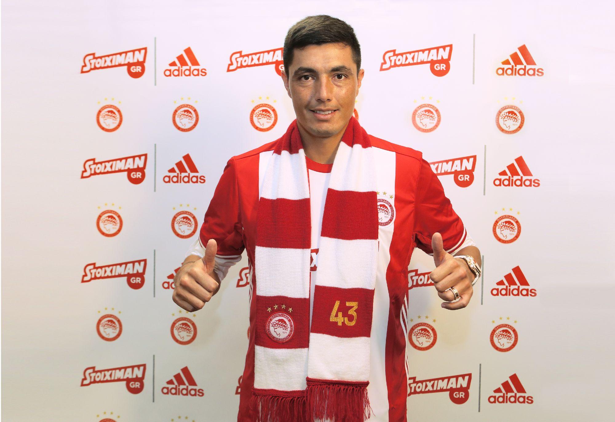 Olympiacos signs Óscar Cardozo