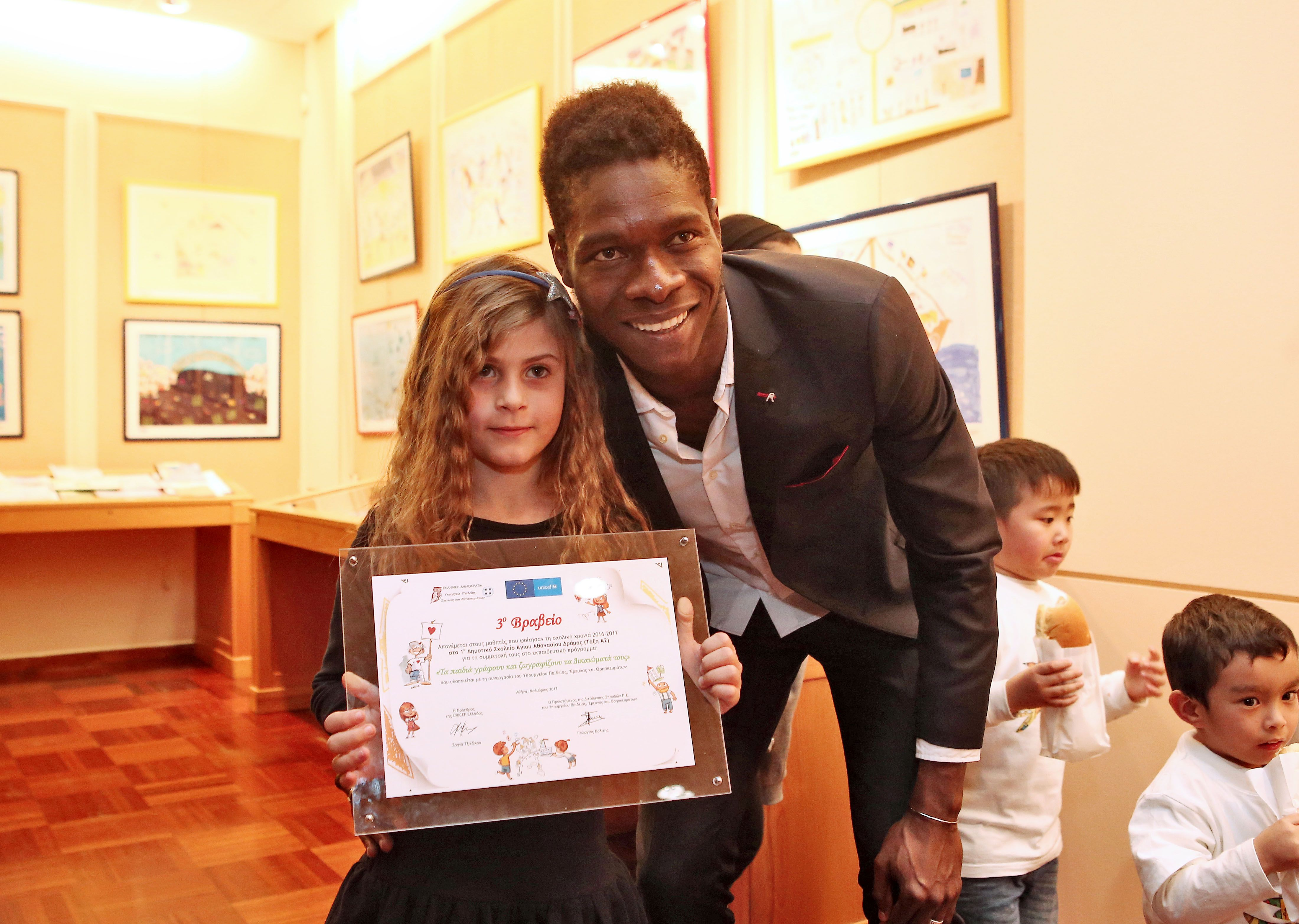 L'Olympiacos promeut les UNICEF Awards de cette année!