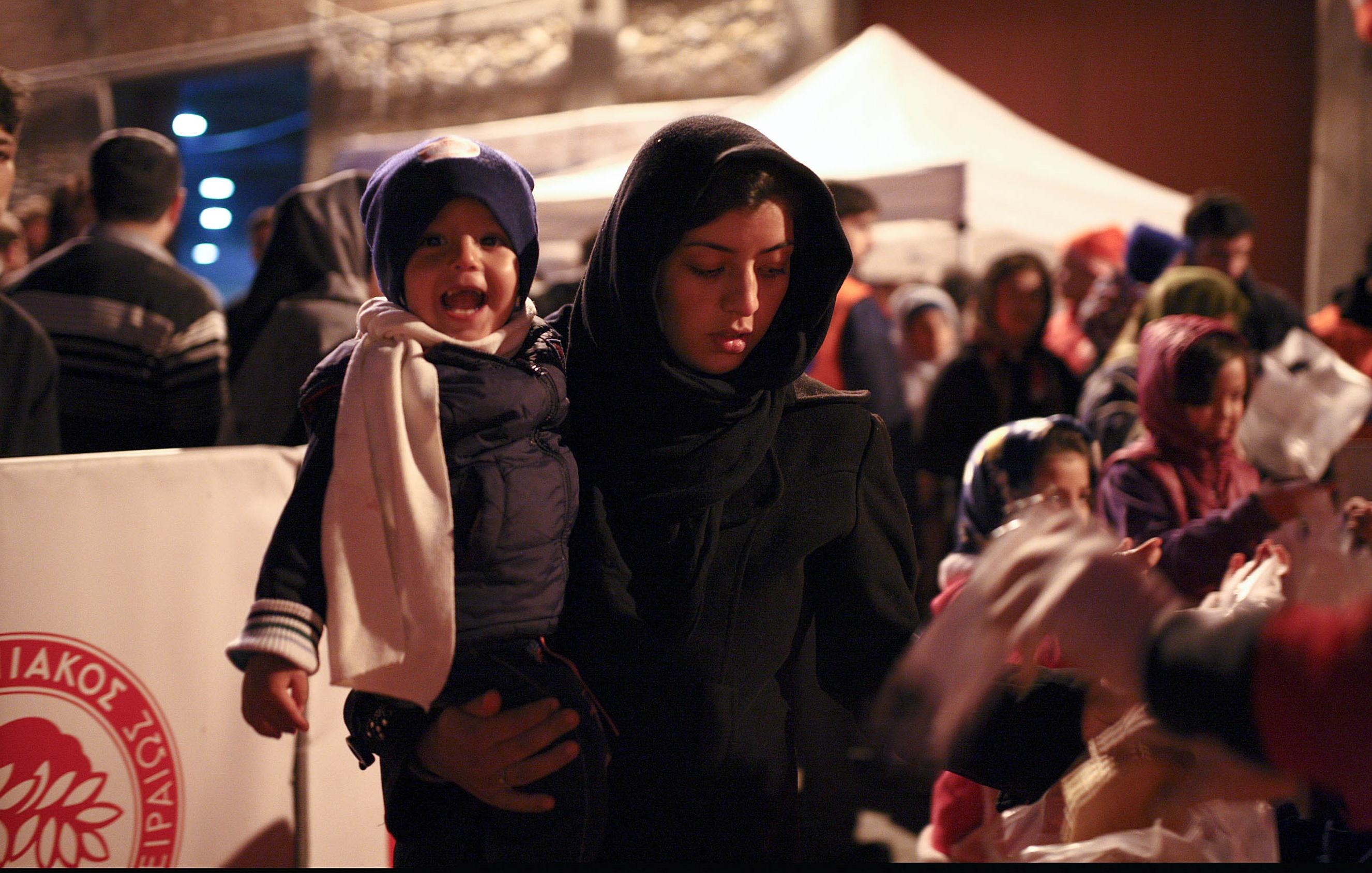 Por 16º día, la Leyenda al lado de los refugiados